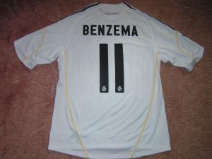 BENZEMA Karim 2009-2010 maillot port__ le 10-04-10 face au Bar__a  Arri__re.JPG